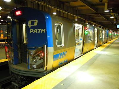 1280px-Pathtrain-400